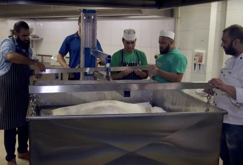 Самоса складалася з 100kg картоплі, 25kg цибулі, 15kg гороху, плюс 44kg борошна та традиційних індійських спецій.